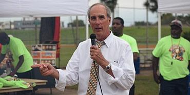 Mayor Sandy Stimpson speaking to citizens